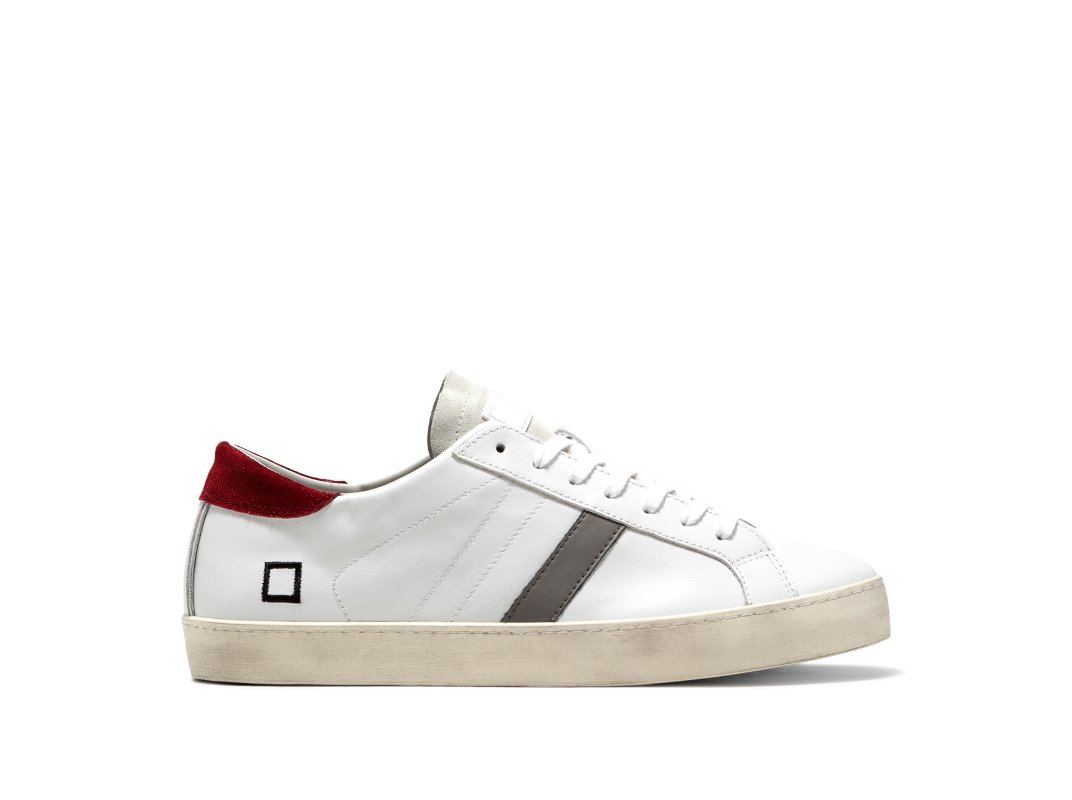Sneaker bassa in pelle colore bianco. Sulla linguetta 06421aeb3fe